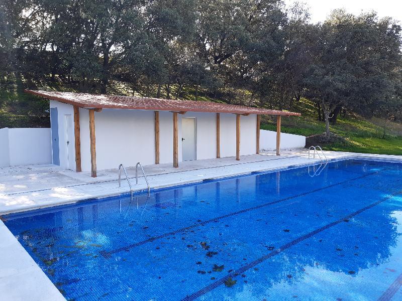 Nuevo vestuario junto a la piscina de La Veguilla